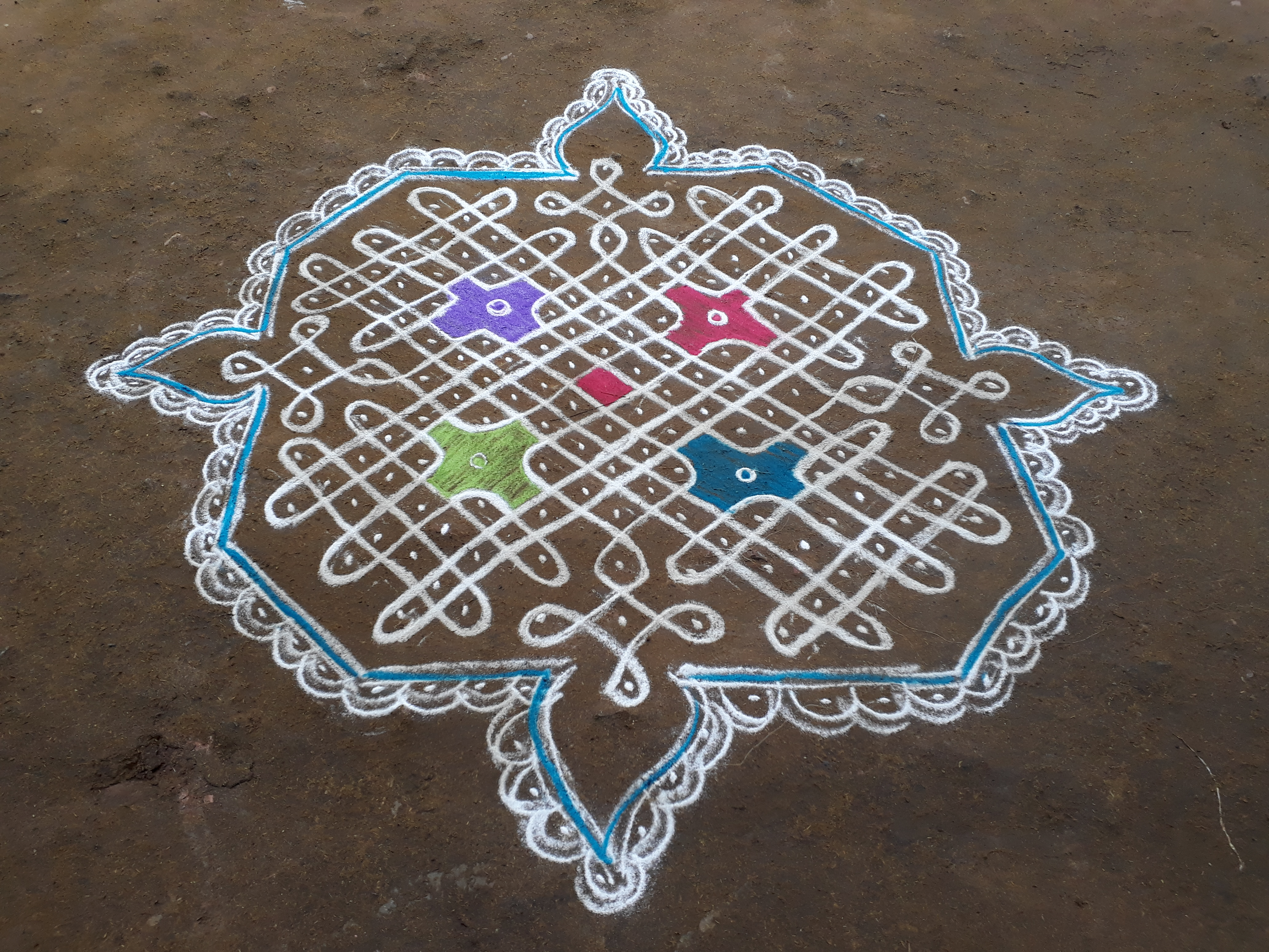 sikku kolam with 13 dots