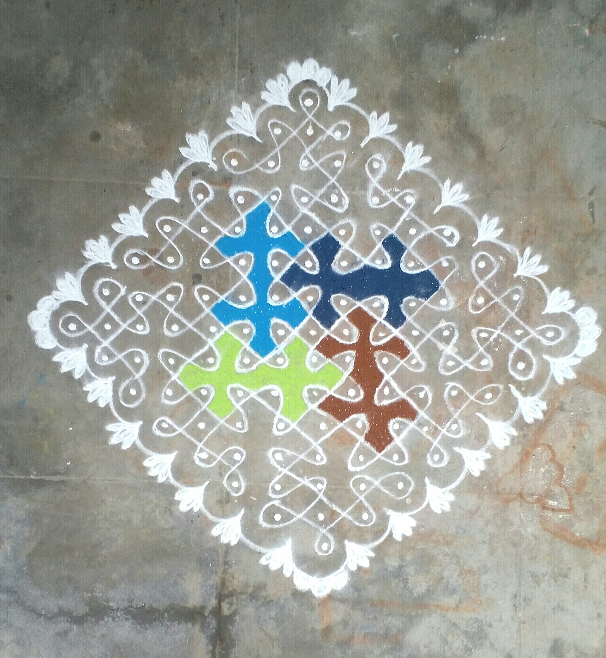 Chikku center colored Kolam || Contest Kolam with 15 dots