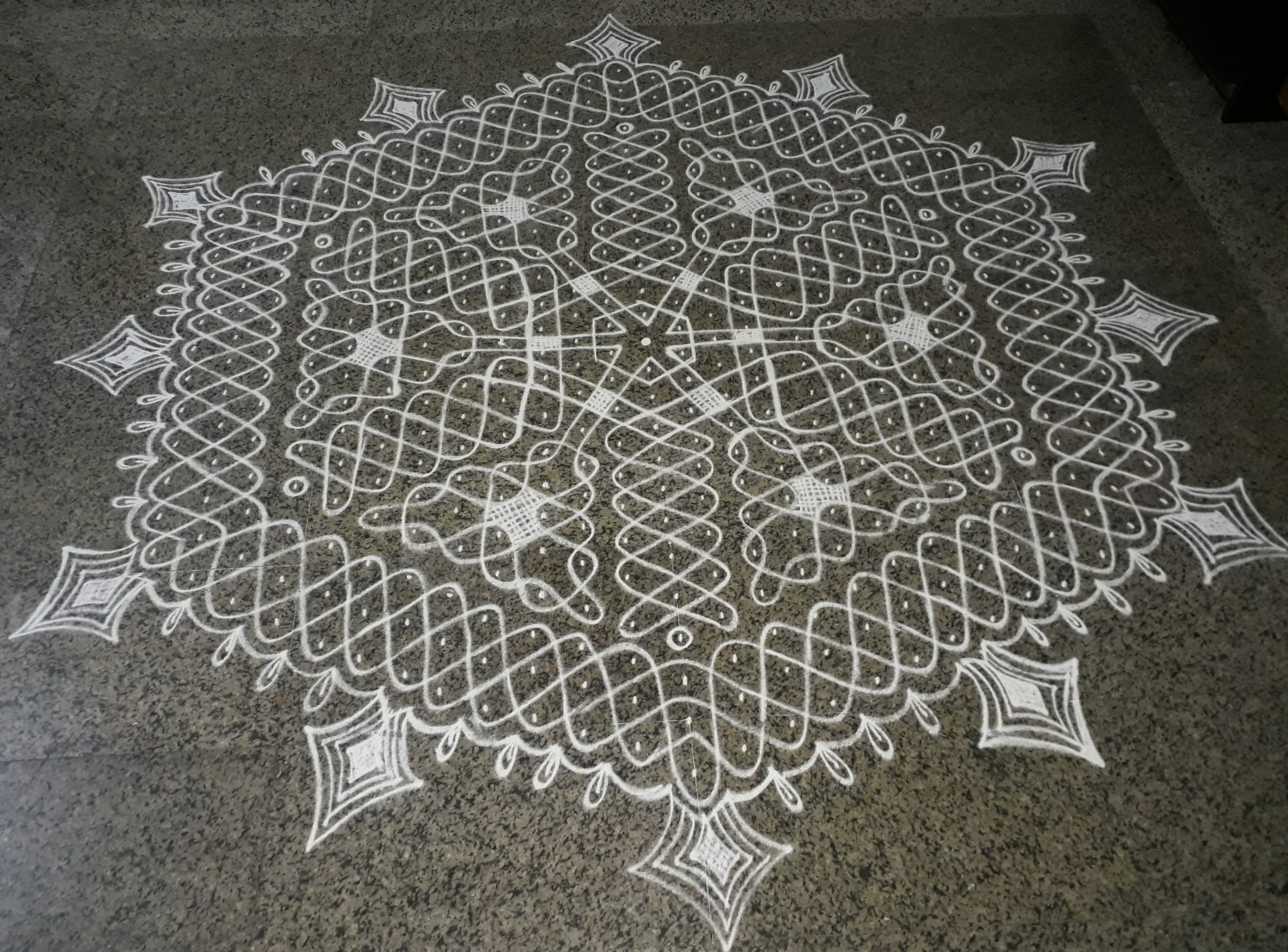 25-13 Inter Laced Dots Sikku Kolam for Contest
