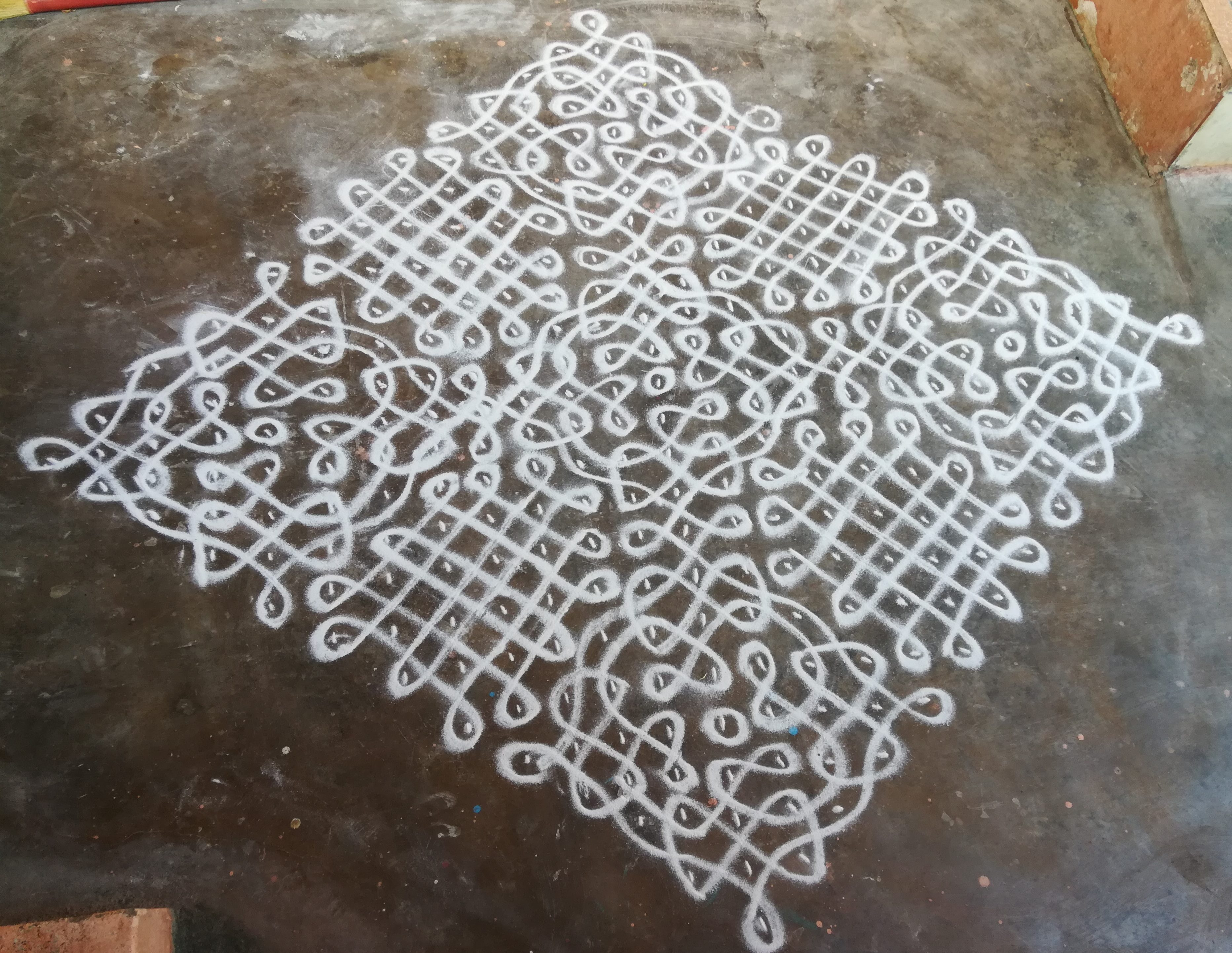 25 to 5 dots big sikku kolam for contest