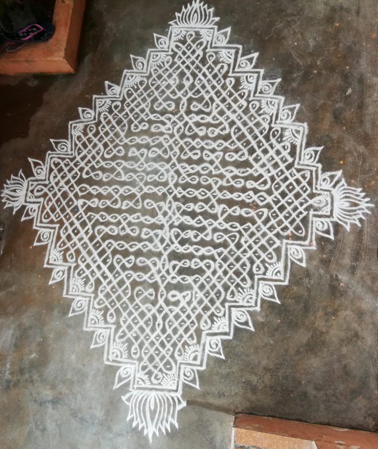 25 to1 dots big sikku kolam contest