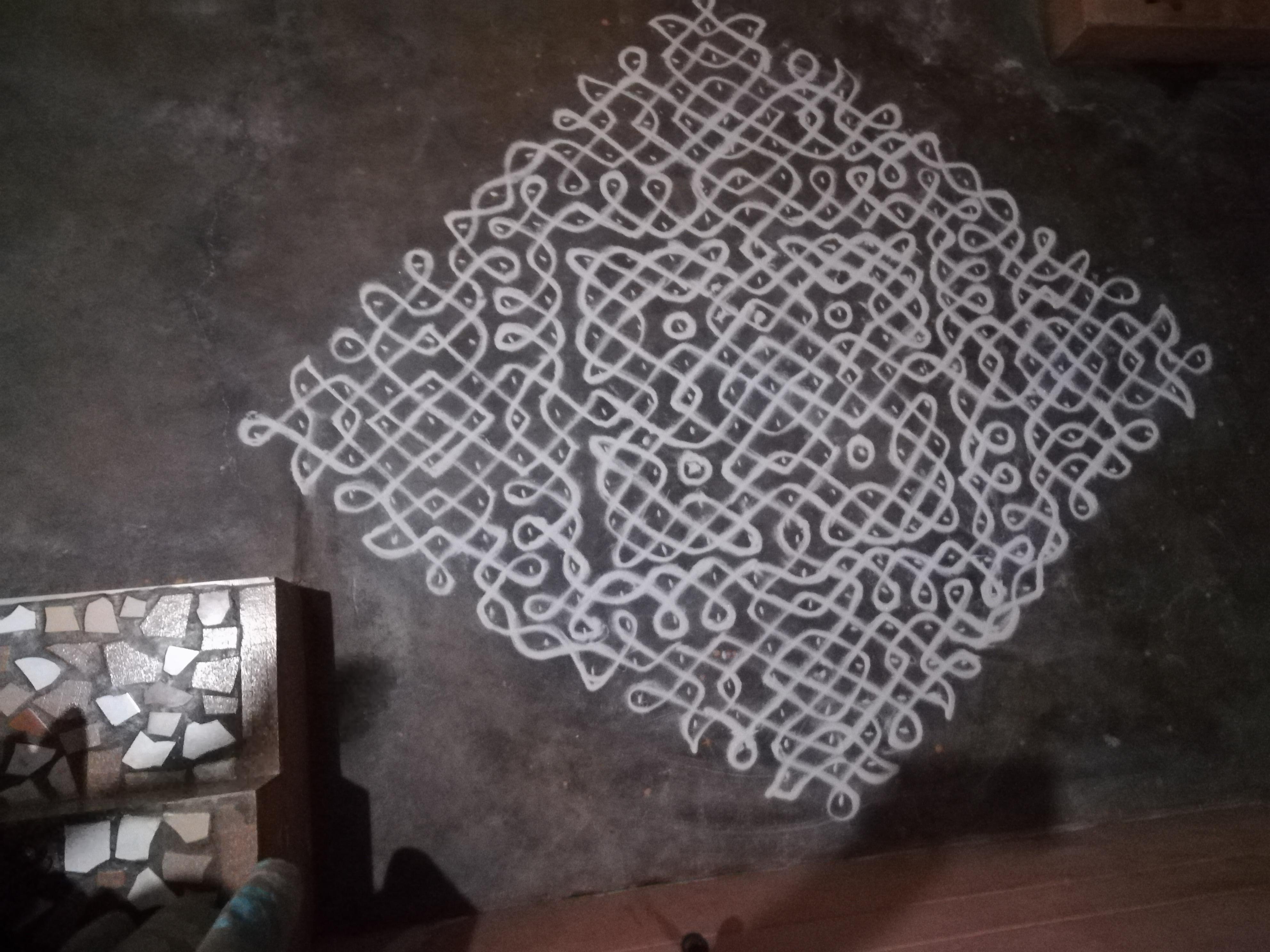 25 dots Sikku Kolam